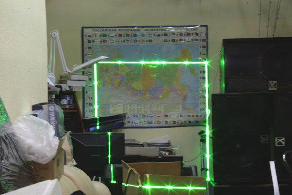 самом начале картинки лазерного монитора знакомый всем удлиненный